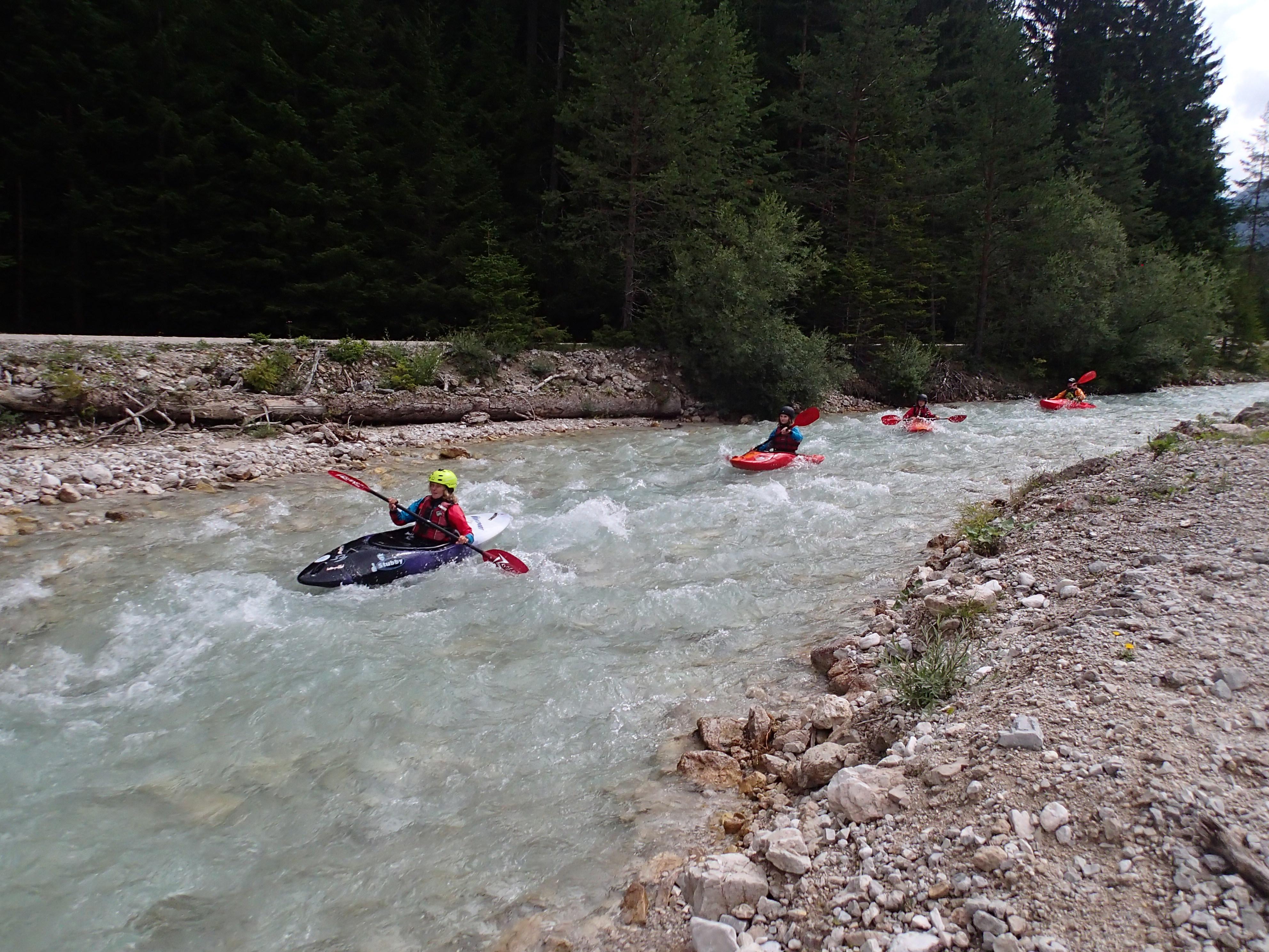 Kajakfahren bei der Jugend-Wildwasser-Woche 2019